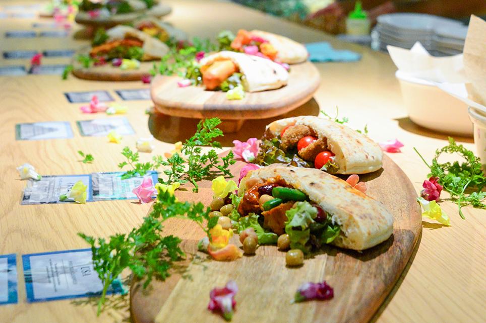 試食会で展示用に出されたピタの写真