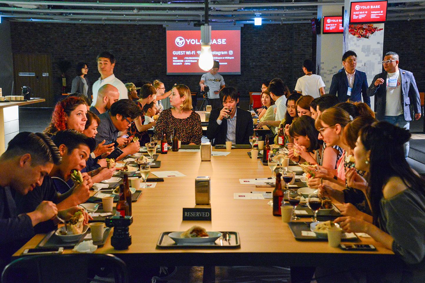 試食会での様子を映した写真